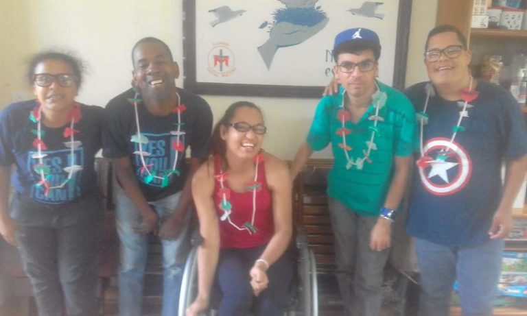 Read more about the article Preparativos para o Carnaval – Colar Havaiano